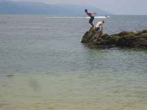 boys-diving-off-rocks-at-conchas-chinas-beach