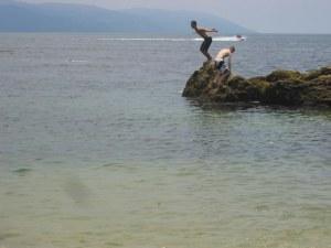 boys-diving-off-rocks-at-conchas-chinas-beach