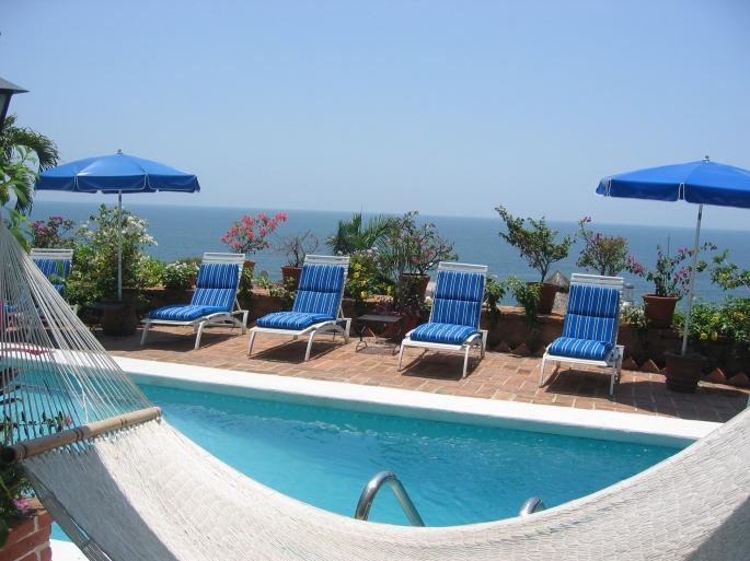 hammock-pool-and-ocean